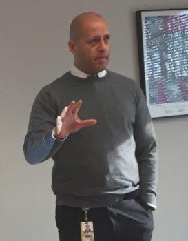 Eduardo Hayden, Gerente de Pequeños Negocios de la Oficina de Asuntos Minoritarios. (GOMA).