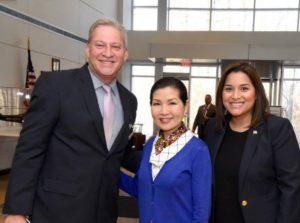 Erick Oribio, Yumi Hogan Primera Dama de Maryland y Lorena Rivera Directora de Asuntos Hispanos del gobernador Larry Hogan.