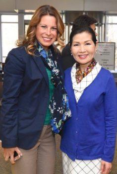 Monica Beeman de la Camara de Comercio de Maryland y Yumi Hogan